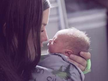 Alopecia e gravidanza: quello che c'è da sapere dopo il parto