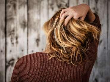 Rimedi contro la caduta dei capelli: quelli validi e quelli che non funzionano